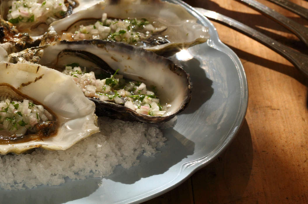 Oysters_with_eschallots_and_verjuice_misc_massive