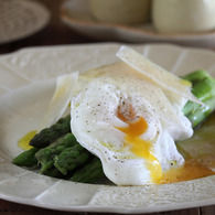 Asparagus_with_soft_boiled_eggs_and_parmesan_recipes_thumbnail