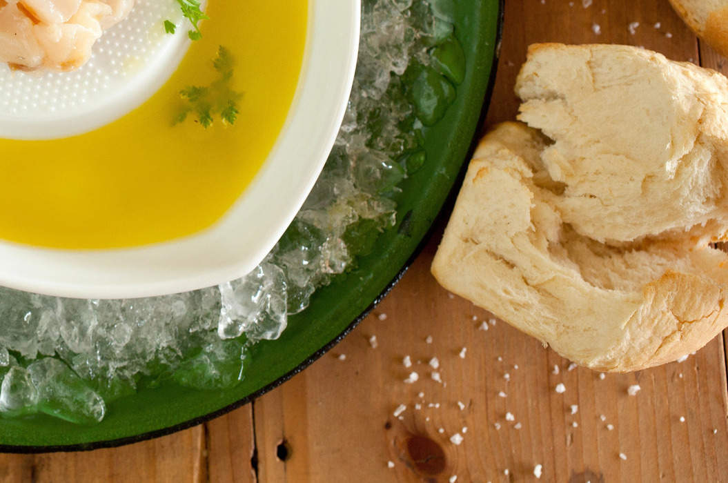 Approved_-_scallop_sashimi_with_olive_oil_and_lemon_juice_misc_massive