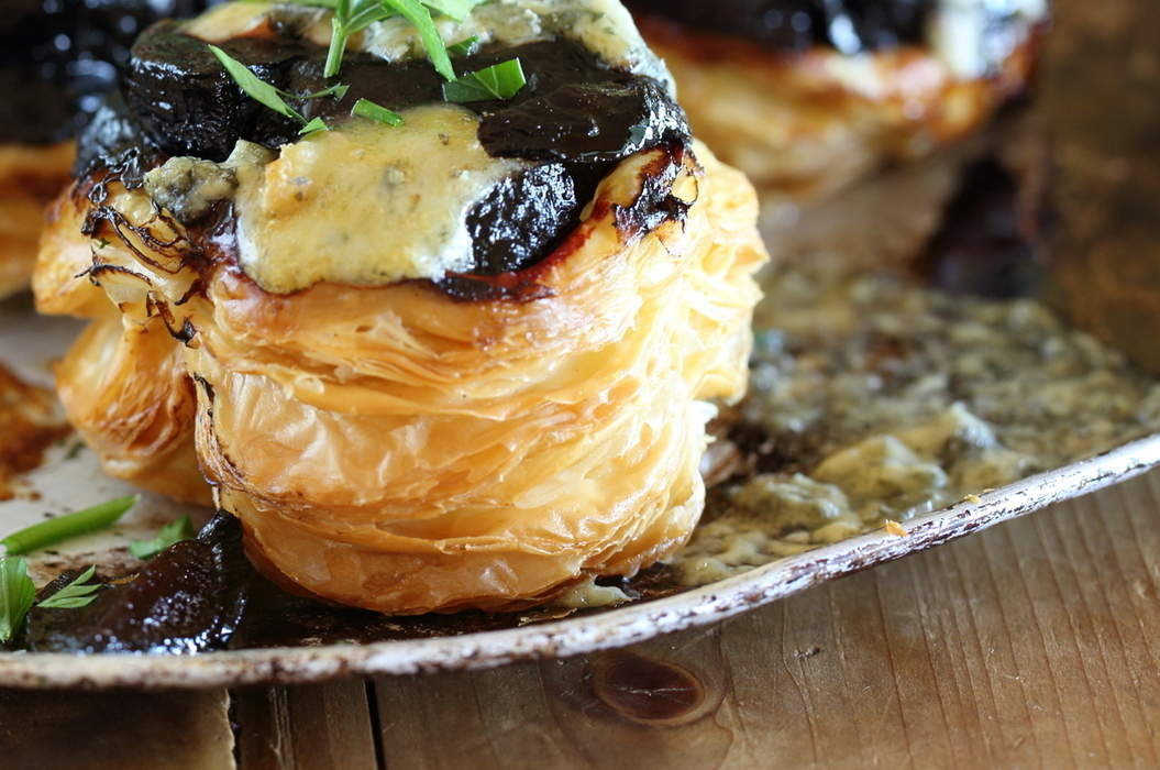 Approved_beetroot_and_gorgonzola_tartes_tatin_01_misc_massive