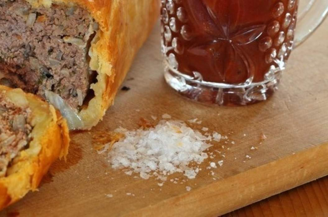 Meatloaf_in_puff_pastry_02_misc_massive